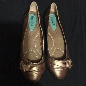 GORGEOUS Bronzed Fitzwell flats